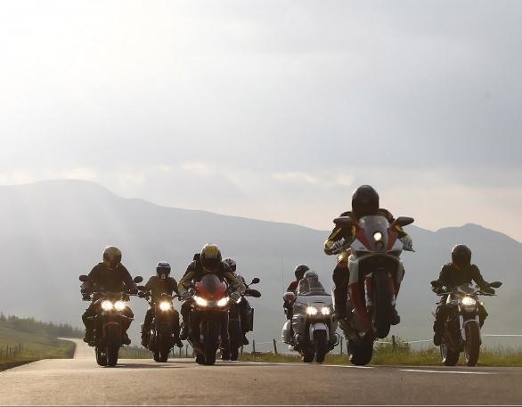motos-sous-le-soleil